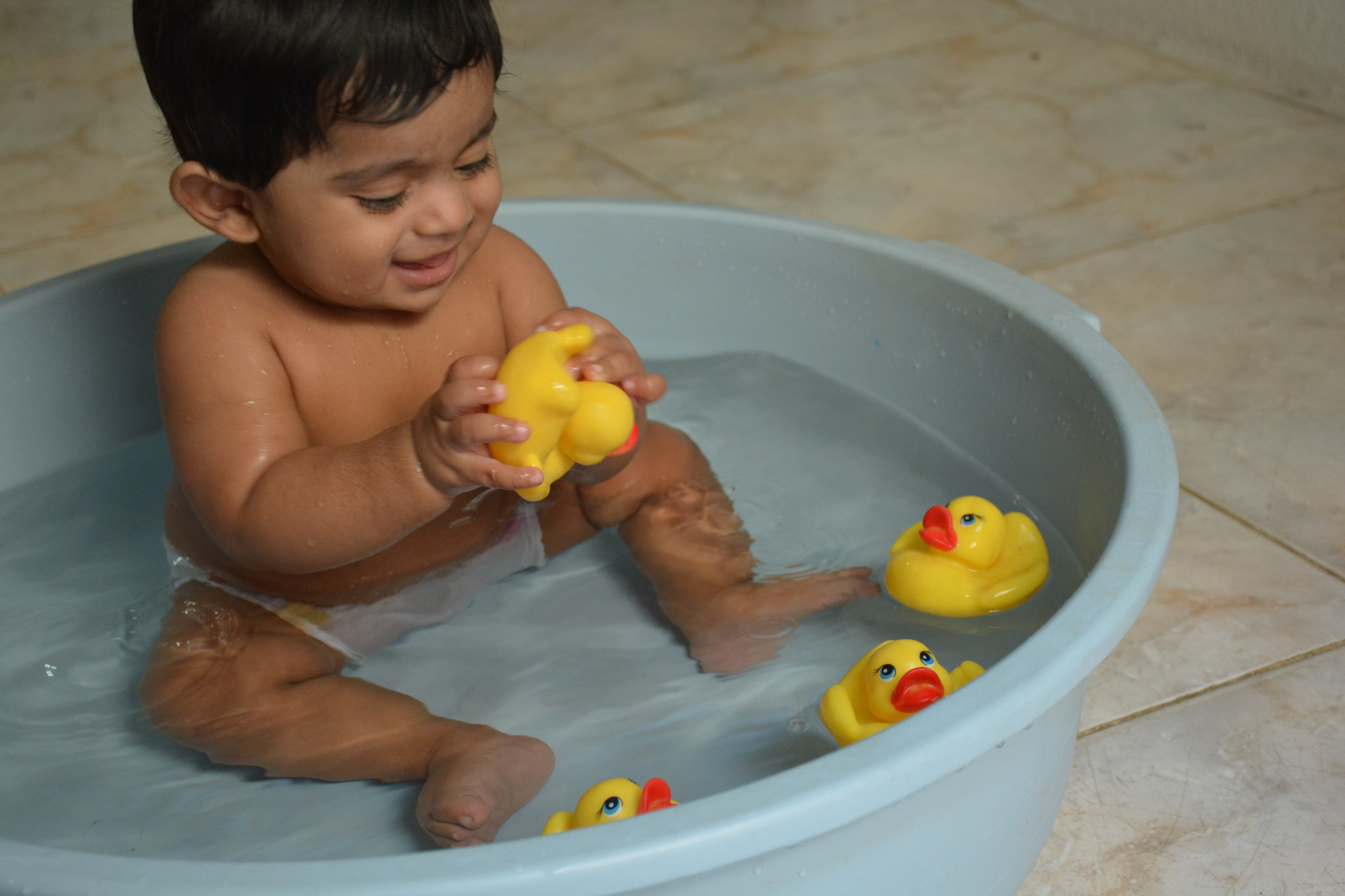 Baby Bath Time -Step by step guidance-blog-trainyourtot.com-